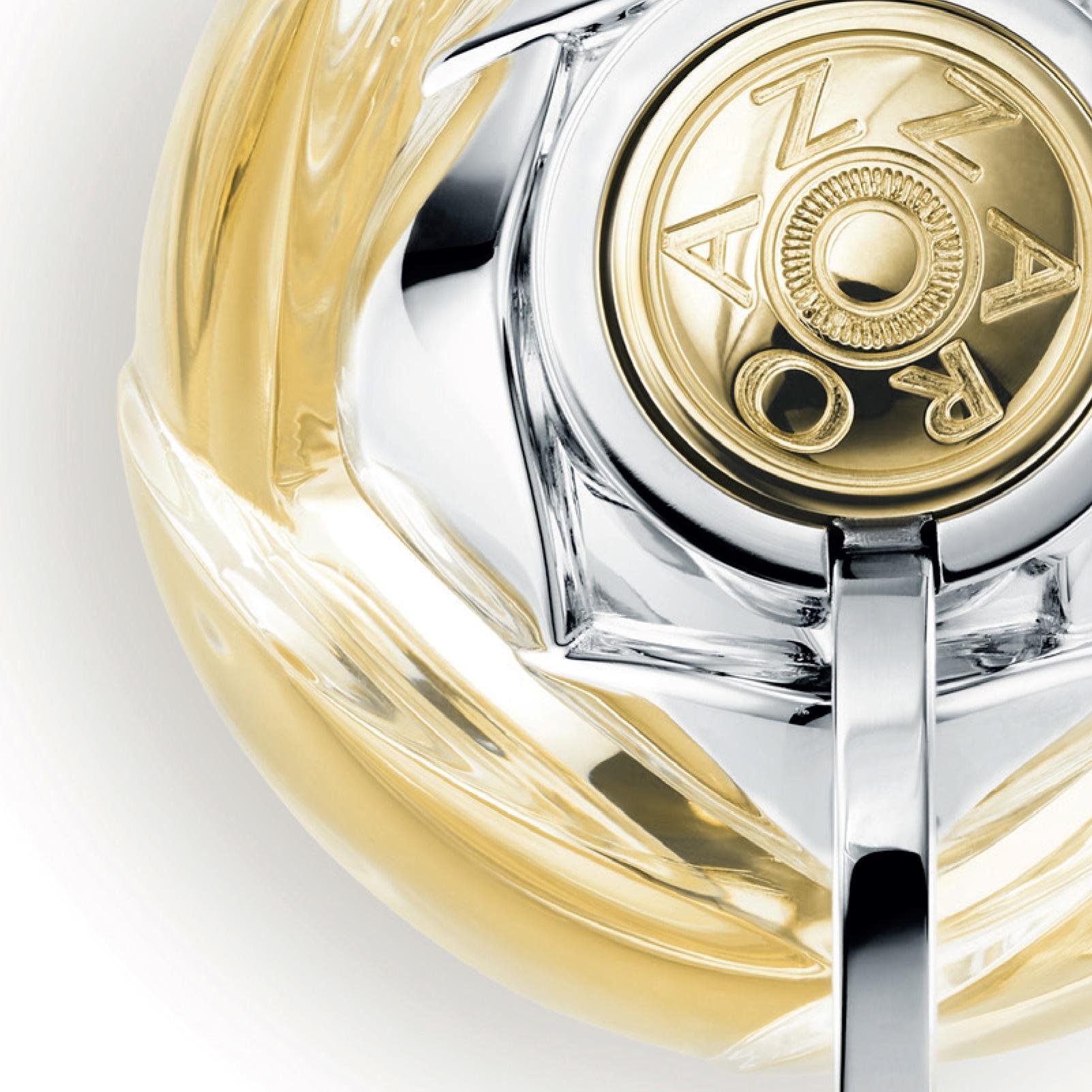 Zbliżenie na flakon perfum 30 mL