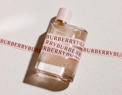 Jedna z oficjalnych fotografii Burberry Her